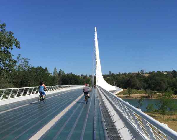 I don't think the Sundial Bridge looks like a sundial, but, then, I don't think Turtle Bay looks like a turtle either.