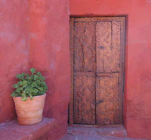 One of my favorite sights on our trips to different countries are the doors. Yes, doors. Isn't that odd? But don't you like this one in Arequipa?